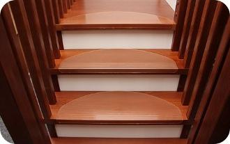 Treppenstufenmatten • Transparente Stufenmatten aus Kunststoff